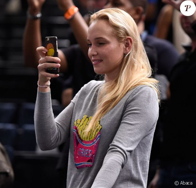 Donna Vekic encourage Stan Wawrinka, son supposé boyfriend, lors des quarts de finale des Masters 1000 de Paris le 6 novembre 2015.