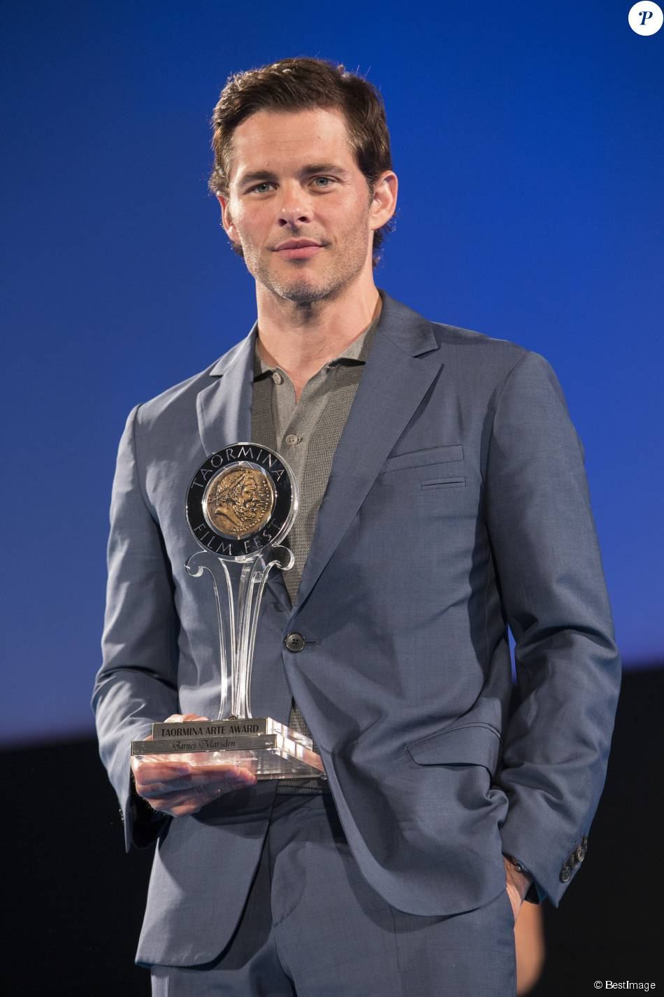 james marsden remise de prix lors du taormina film festival en sicile en italie le 21 juin. Black Bedroom Furniture Sets. Home Design Ideas