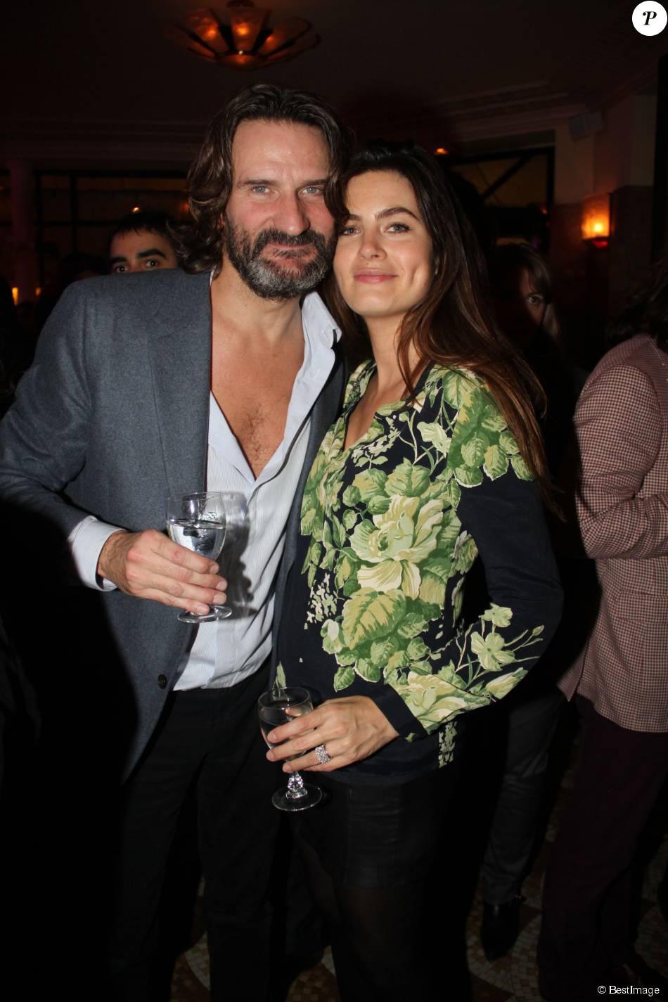 Frédéric Beigbeder et sa femme Lara Micheli lors de la remise du Prix de Flore au café Flore à Paris, le 10 novembre 2015