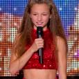 Enola, dans  Incroyable Talent 2015  sur M6 (épisode du mardi 17 novembre 2015).