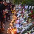 Hommage aux victimes des attentats de Paris une semaine après devant Le Bataclan le 22 novembre 2015.