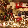 No web - No chaîne TV - Hommage aux victimes des attentats du 13 novembre 2015 devant le Bataclan à Paris, le 23 novembre 2015. ©
