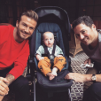 Le fils de Liv Tyler, Sailor, pose avec son papa David Gardner et son parrain David Beckham, été 2015.