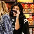Kylie Jenner, qui aurait rompu avec son compagnon Tyga, fait du shopping chez Ralph à Calabasas le 21 novembre 2015.