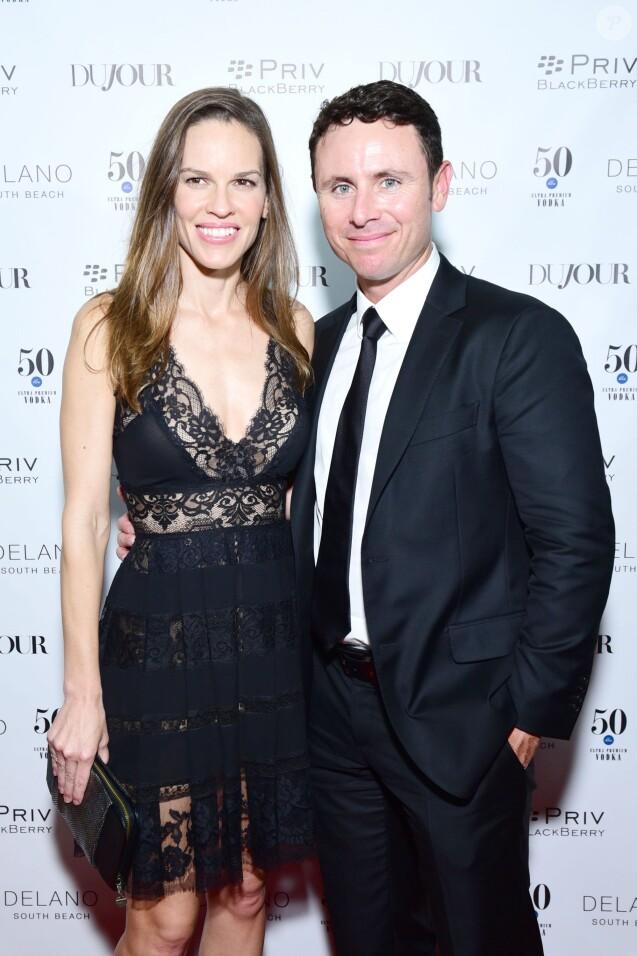 Hilary Swank et son boyfriend Ruben Torres lors de la Jason Binn's Dujour Magazine Annual Art Basel Party à Miami, le 1er décembre 2015.