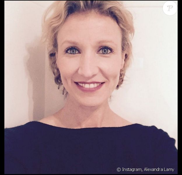Alexandra Lamy version cheveux courts (photo postée le 5 décembre 2015).