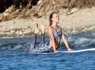 Josephine Skriver : Sexy et sportive dans les eaux turquoises