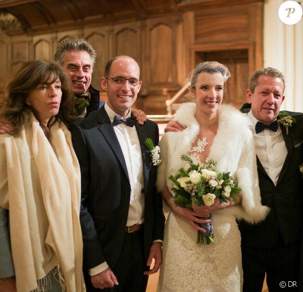 Le week-end du 12/13 décembre, Framboise et Gérard Holtz, accompagné de son épouse Muriel Mayette-Holtz, ont célébré l'union de leur fils ainé Julien à Saint-Gervais-les-Bains. Passionné de montagne et amoureux transis, Julien Holtz a épousé Julie Poirier au pied du Mont-Blanc.