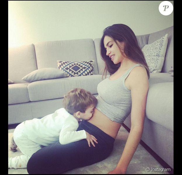 Sara Carbonero confirme sa grossesse le 30 novembre 2015 sur Instagram.