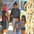 Jennifer Lopez (pantalon Frame Denim, chaussures Guiseppe Zanotti, lunettes Dita modèle Condor, sac Chanel, bracelet Hermès modèle collier de chien) emmène ses enfants Max et Emme au Mr. Bones Pumpkin Patch à West Hollywood, le 11 octobre 2014