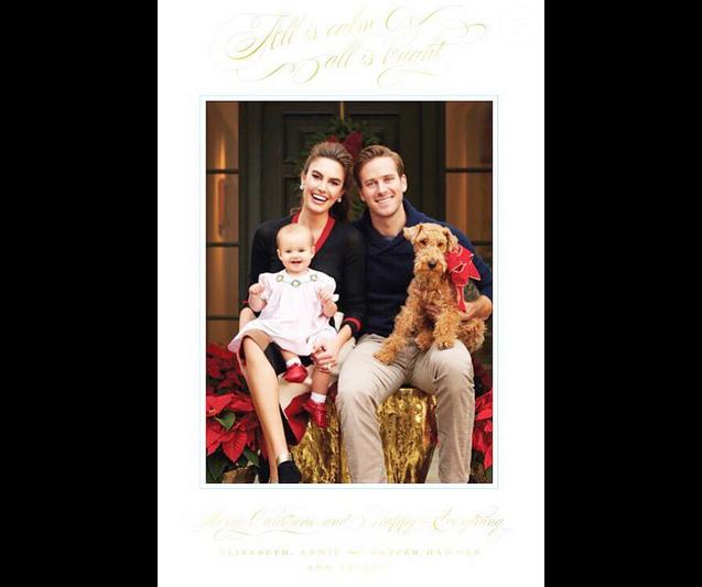 Armie Hammer et sa femme Elizabeth Chambers ainsi que leur fille Harper présentent leur première carte de voeux de Noël / photo postée sur Instagram, à la fin du mois de décembre 2015.