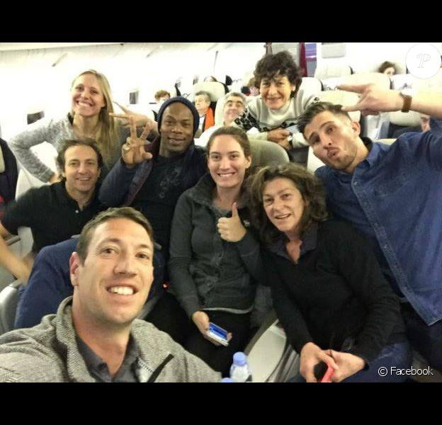 Les huit champions de Dropped - photo prise par Alain Bernard dans l'avion qui menait les participants en Argentine pour le tournage de l'émission de TF1 et publiée sur les réseaux sociaux