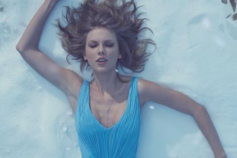 "Taylor Swift dévoile le joli clip de ""Out Of The Woods"""
