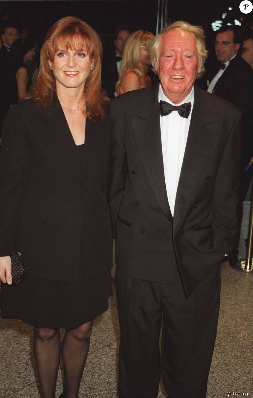 Robert Stigwood et Sarah Ferguson lors de la première du film Evita, à Londres, le 20 décembre 1996
