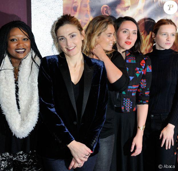 """Deborah Grall, Christa Theret, Julie Gayet et Lisa Azuelos - Avant première du film """"La fille du patron"""" coproduit par Julie Gayet au Gaumont Opéra à Paris le 5 janvier 2016."""