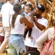 Kelly Rowland, son mari Tim et leurs fils Titan chez Mr. Bones Pumpkin Patch à Los Angeles, le 18 octobre 2015
