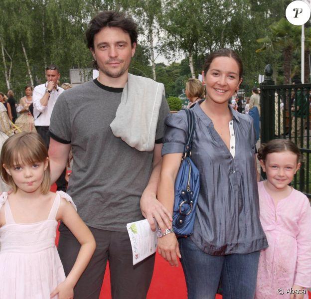 Emmanuelle Boidron, son mari Antoine et leurs enfants en juin 2008 à Disneyland Paris