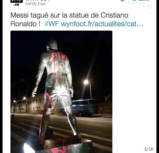 La statue de Cristiano Ronaldo tagguée au nom de Lionel Messi à Funchal (Portugal) le 12 janvier 2016.