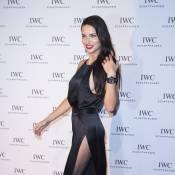 Adriana Lima sexy au possible face à Karolina Kurkova et Lewis Hamilton
