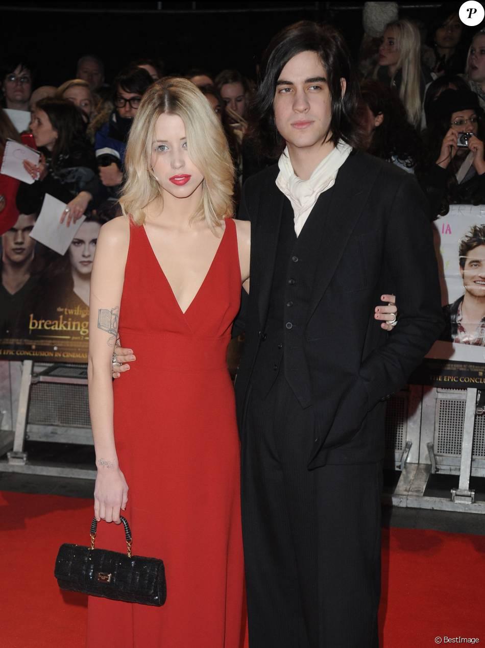 """Peaches Geldof et son mari Tom Cohen à l'avant-première du film Twilight """"Breaking Dawn 2"""" à Londres, le 14 novembre 2012."""