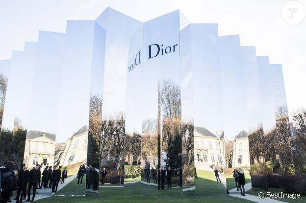 L'écrin de miroir construit dans le jardin du musée Rodin pour accueillir le défilé Dior - Haute Couture printemps-été 2016, à Paris le 25 janvier 2016. ©Olivier Borde/Bestimage