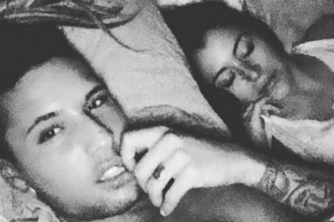 Anaïs Camizuli et Eddy : Selfie au lit et déclaration d'amour