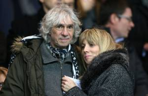PSG-Toulouse : Louis Bertignac complice et amoureux avec sa jeune Laetitia