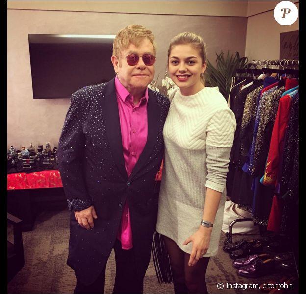Louane Emera a rencontré Elton John après son concert à L'Olympia à Paris. Le 7 février 2016.