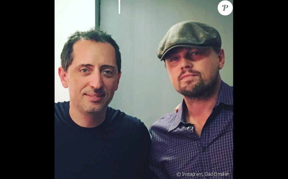 Gad Elmaleh pose avec Leonardo DiCaprio après son spectacle à New York (photo postée le 12 février 2016)
