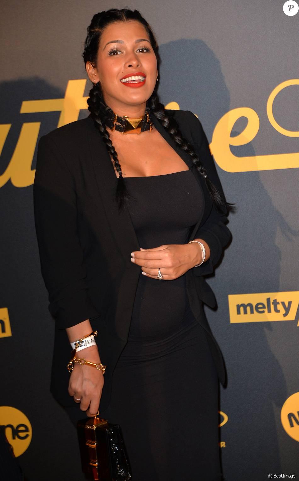 Ayem Nour, enceinte, à la cérémonie des Melty Future Awards 2016 au Grand Rex à Paris, le 16 février 2016. © Veeren
