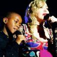 Madonna avec son fils David Banda lors de son Rebel Heart Tour après les attentats de novembre 2015 à Paris, photo de son compte Instagram.