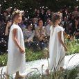 Hélène Darroze, fière de ses filles adoptives Charlotte et Quitterie qui ont défilé pour la marque Bonpoint lors de la Fashion Week parisienne qui présentait les collections printemps-été 2016. le 4 octobre 2015. Ici on peut voir Charlotte.