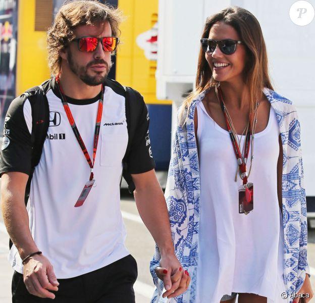 Fernando Alonso et Lara Alvarez, ex-compagne de Fernando Alonso, au Grand Prix de Hongrie à Budapest le 25 juillet 2015. Leur rupture a été révélée en mars 2016, après un an et quatre mois de relation.