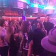 """"""" Taylor Swift fait la fête au club Omnia avec ses copines du groupe Haim au club Omnia où se produit son petit ami Calvin Harris. Photo publiée sur Instagram, le 19 mars 2016.    """""""