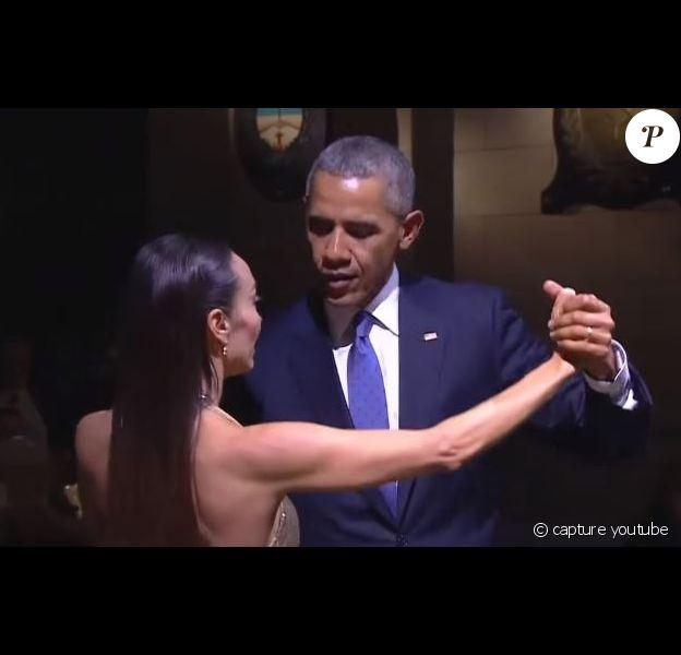 Barack Obama et une danseuse, en plein tango en Argentine, le 22 mars 2016