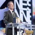 """Vincent Lindon recevant le prix d'interprétation masculine pour le film """"La Loi du Marché"""" - Cérémonie de clôture du 68e Festival International du film de Cannes, le 24 mai 2015"""