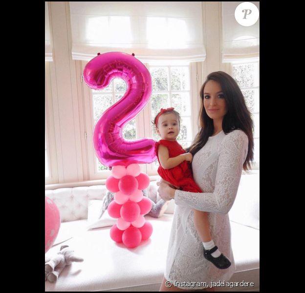 Jade Foret, rayonnante, lors de l'anniversaire de Mila qui vient d'avoir 2 ans. Mars 2016.