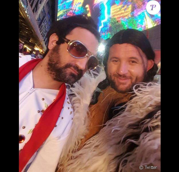 Cyril Hanouna déguisé en Elvis Presley et Mokhtar Guetari en indienne, à Las Vegas, le 3 avril 2016