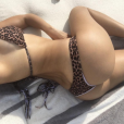 Kourtney Kardashian torride en maillot de bain, au bord de la piscine. Photo publiée sur Instagram, le 3 avril 2016.