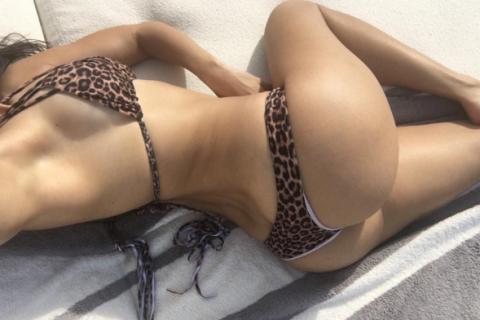 Kourtney Kardashian torride en bikini : La bombe exhibe son fessier