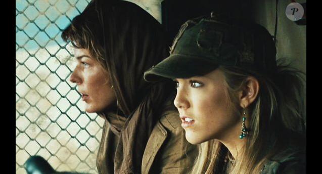 Spencer Locke avec Milla Jovovich dans Resident Evil.