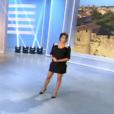 L'animatrice Karine Ferri affiche son baby-bump de plus en plus arrondi lors du tirage du Loto sur TF1. Le 19 octobre 2015.