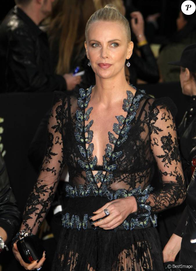 Charlize theron robe alexander mcqueen c r monie des for Alexander mcqueen robe de mariage