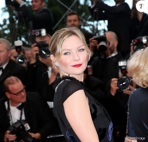 """Kirsten Dunst - Montée des marches du film """"Inside Llewyn Davis"""" lors du 66e festival du film de Cannes, le 19 mai 2013."""