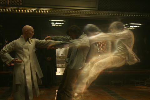 Doctor Strange : Benedict Cumberbatch face à Tilda Swinton boule à zéro