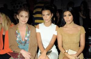 Emily Ratajkowski et Kourtney Kardashian: Spectatrices irrésistibles d'un défilé