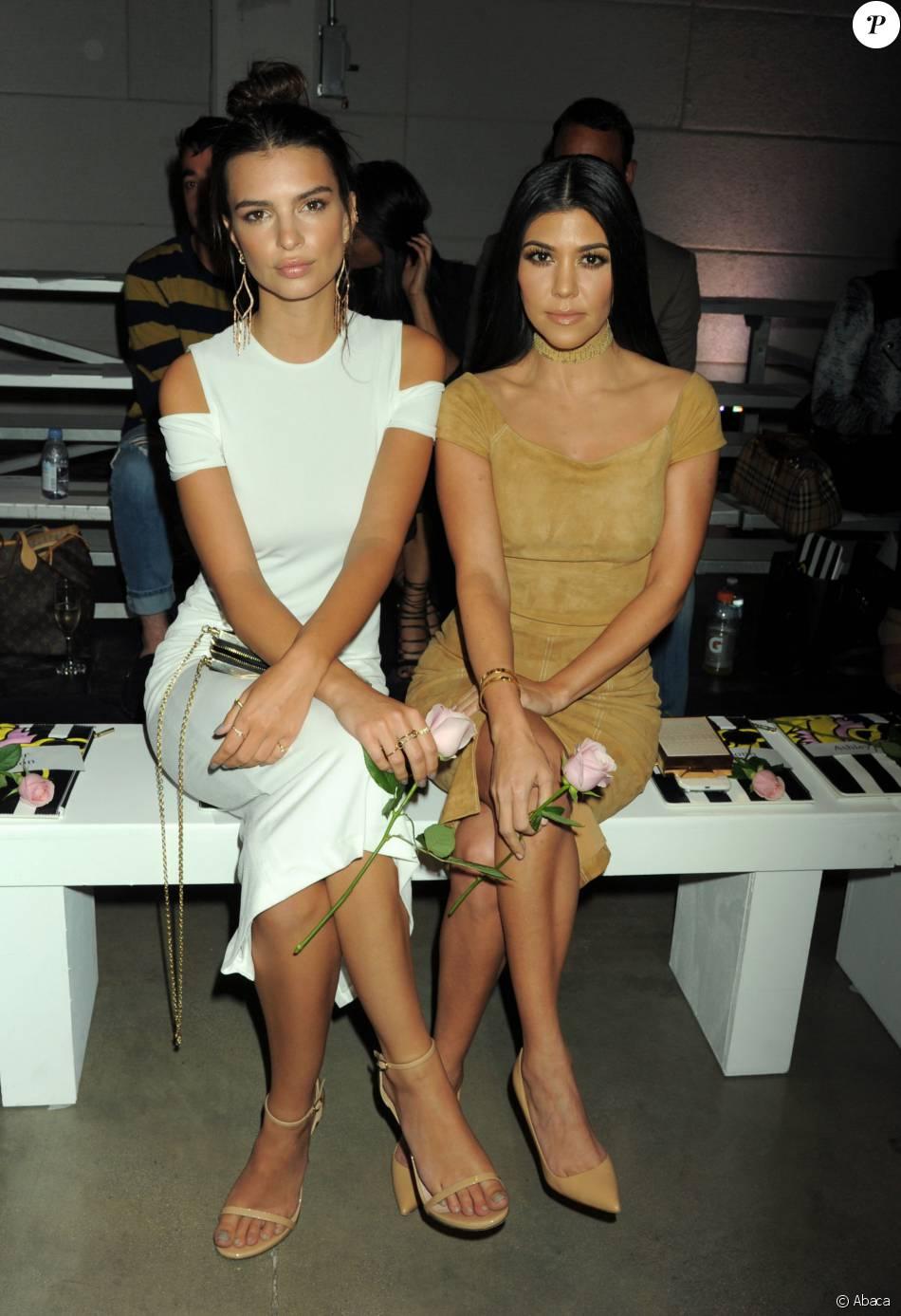 Emily Ratajkowski et Kourtney Kardashian assistent au défilé alice + olivia by Stacey Bendet (collection printemps 2016) à la NeueHouse. Los Angeles, le 13 avril 2016.