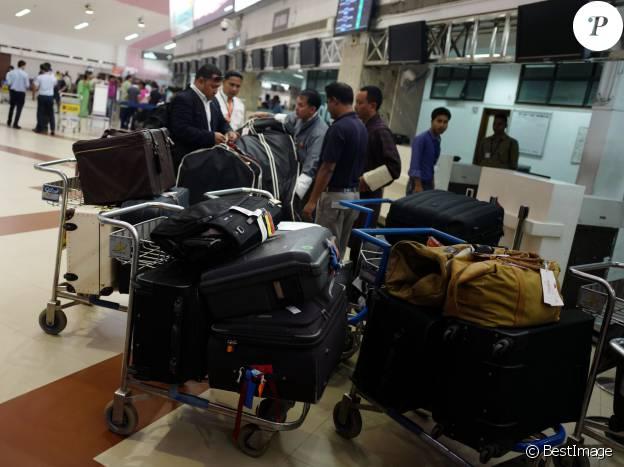 Le staff du duc et de la duchesse de Cambridge avec leurs bagages lors de la tournée royale en Inde et au Bhoutan du 10 au 16 avril 2016.