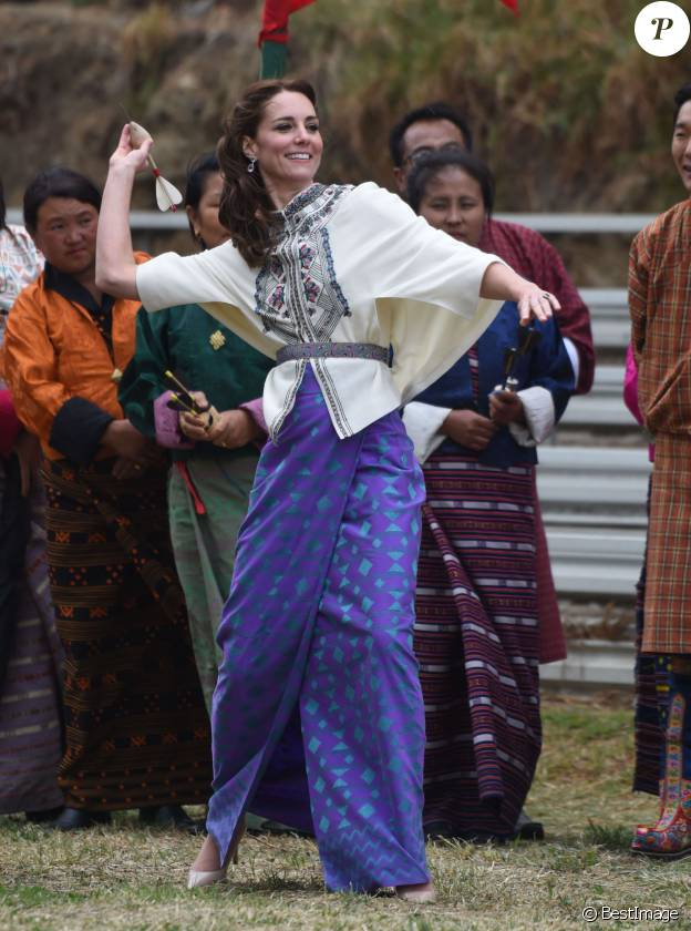 Kate Middleton en kira et haut Paul & Joe au Bhoutan le 14 avril 2016.