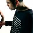 """Ricardo, candidat des """"Anges 8"""" dans le clip  T'as rien compris  de Charly Bell."""